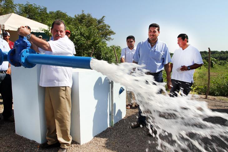 Inaugura alcalde pozo profundo de extracci n de agua for Construccion de piletas de agua