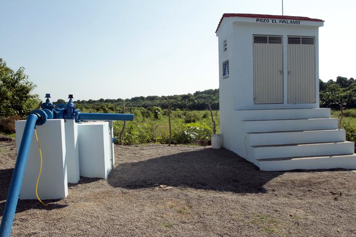 Inaugura alcalde pozo profundo de extracci n de agua for Casetas de resina para jardin
