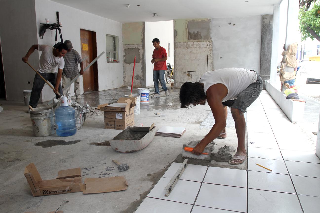 Avanzan trabajos de remodelaci n del hospital municipal for Remodelacion de casas pequenas fotos